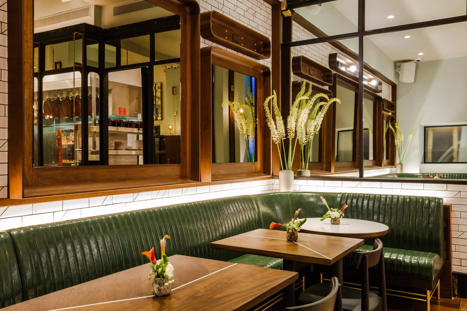 Eater Emerald Green Is The New Restaurant Design Power Color Food Media And News Hungry Onion
